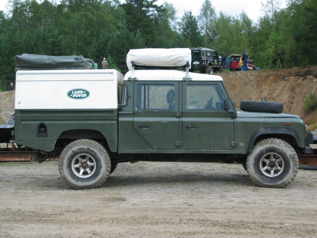 landrover defender 130,roofhatch,two spare wheels,big luggage cabin,best 4x4offroad,snorkel,camping equipments,rooftent,long range fuel tank,defender landrover jeep,4x4,kenya,tanzania,uganda,rwanda